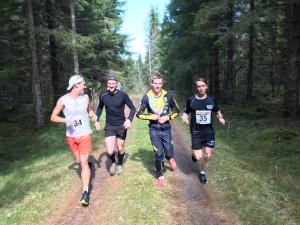 Uppvärmning inför Västgötaloppet Trail med skidåkarna Rickard Bergengren, Andreas Svensson, Victor Thorn (som var på tok för varmt klädd) och Marcus Johansson.