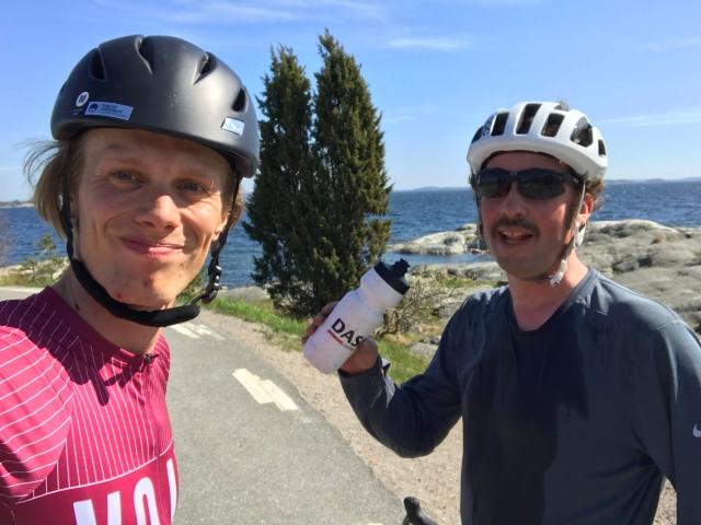 Niklas Bergh och jag vid cykelturen på Ingarö utanför Stockholm i måndags
