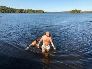 Bad i Mjörn vid Lilla Torstö