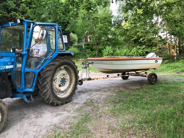 Efter Sjöbonäs åkte vi till Idas föräldrar i Aplared för middag. Jag hjälpte även svär i med båten.