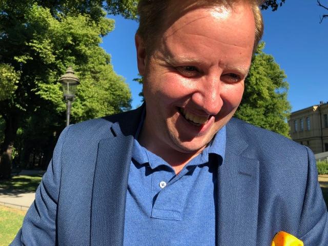 Lars Ekström är vice ordförande i styrelsen för Grönklittsgruppen. Kanske ska man fjäska för honom för att få det fina skidspåret i Orsa ännu bättre?