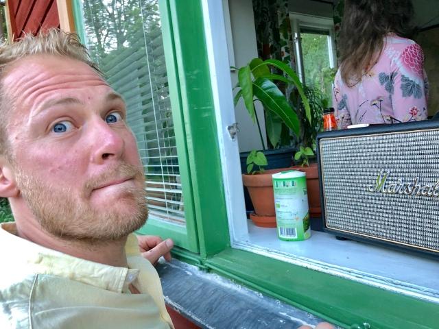 Mikael Jäverfält och Tobias driver Livab, isoleringsbutiken.se samt vandrarhemmet Vita Vilan ihop.