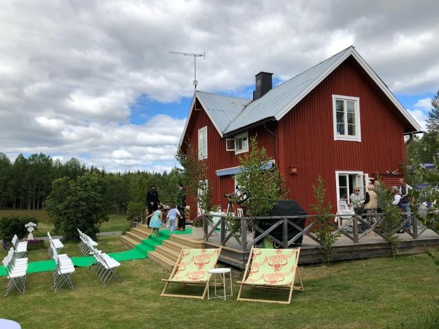 Huset på Aftonmora Ranch där David och Sandra bor (de bor även i lägenhet i Stockholm)