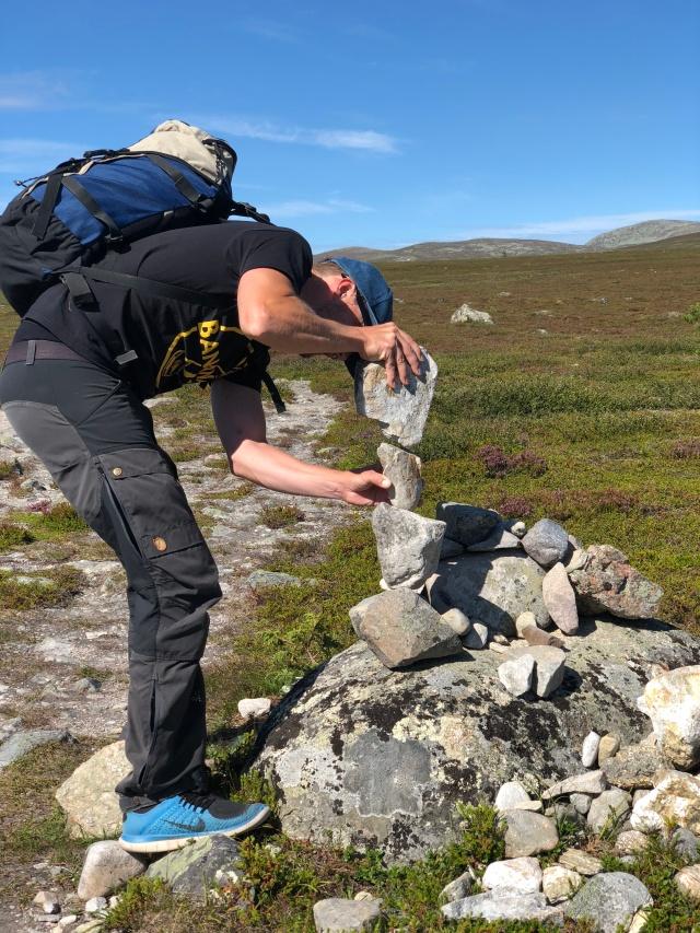 Erik Thiberg är besatt av att stapla stenar