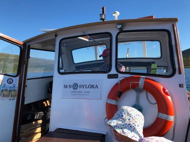 MS Sylöra som går från ena sedan av sjön Grövelsjön till den andra.