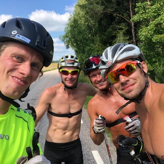 Markus Jönsson, Viktor Fritzon, Robert Malmgren och jag utanför Hössna