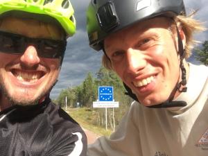 Ett träningspass blev det i norr. Erik Thiberg och jag åkte till Norgegränsen och tillbaka. 245 höjdmeter på 15 km.