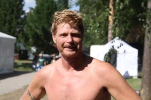 Frank Kiereck, konditionsidrottare från Örebro, simmade på 47.22 mil och lurade även i sin dotter i vattnet.