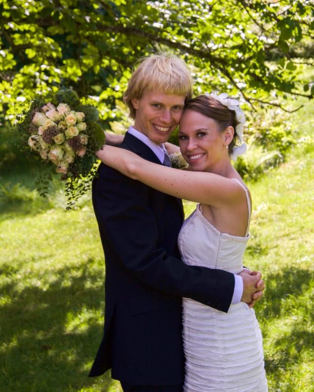 Bröllopsfoto från 1 aug 2009. Gifta i 9 år igår.