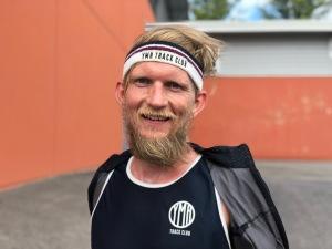Peder Hallberg i Ymr Track Clubs löpkollektion. Snygg! Längdhopparen Peter Häggström ligger bakom detta märke.