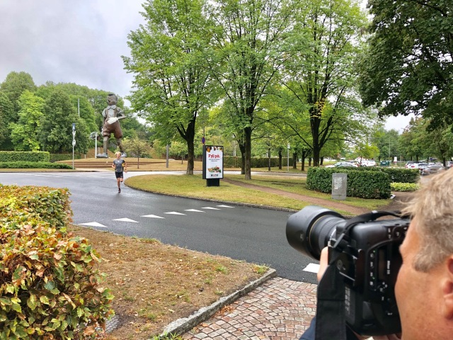 Fotografering vid Pinocchiostatyn i centrala Borås