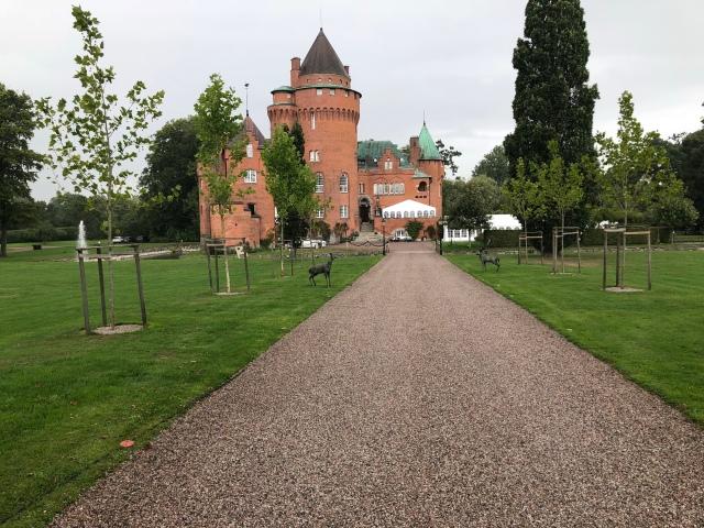 Hjularöds slott. Här ska Rickard och Marika bo tids nog. Men först några år i Borås ser det ut som.
