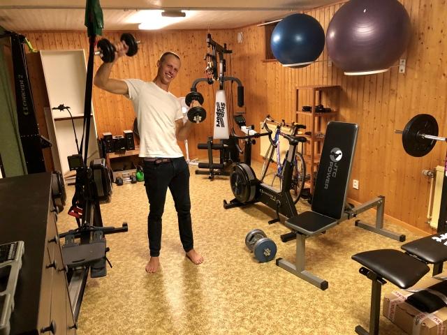 Martin Josefsson pumpar järn i atletklubben, dock efter dusch då jag glömde att ta en bild under passet.