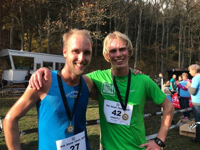 Andreas Lundblad och jag hade en tuff duell om bronsplatsen i Rya Åsar Trail Run där jag till slut lyckades vara 15 s före.