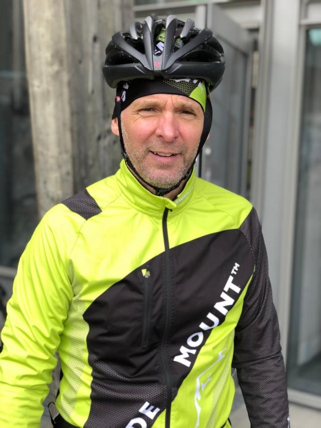 Reinert Sörensson är mannen bakom Sportshoppen i Grebbestad, som även har sitt egna varumärke Swedemount. De ska göra kläder åt det svenska skidskyttelandslaget under fyra år framöver. Brodern Anders Sörensson är 45 år och har åkt 27 Vasaloppet (som bäst 76:a, 2006). Han lär bli världens yngsta Vasaloppsveteran då han åkt 30 lopp. Anders blev 159:a senast, kanske klarar han elitledet med orange nummerlapp?