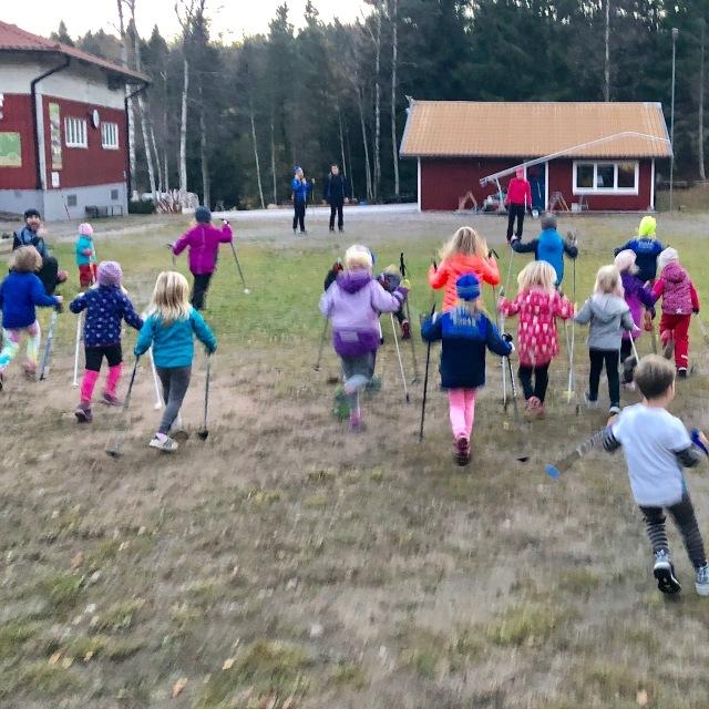 Skidskola/skidlek på Hestra