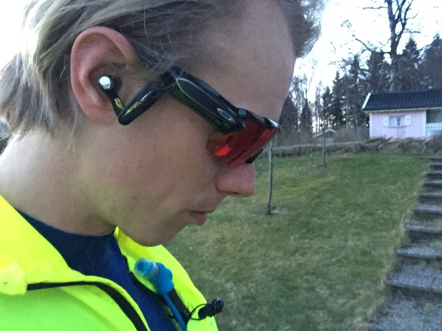 Oakley Radarpace. Glasögon med påbyggda hörlurar.