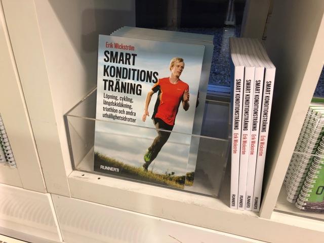 På Alewalds på Kungsgatan kan du köpa boken Smart konditionsträning. Jag har hört att den ska vara bra.