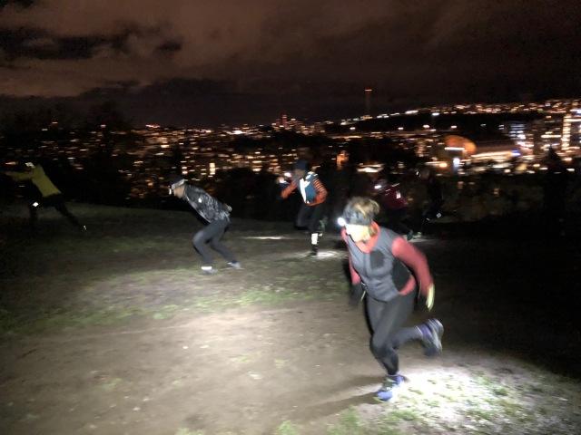 Skejthopp för att träna styrka och spänsten i Hammarbybacken med Pure Skitouring
