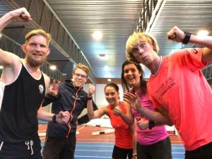 Peder Hallberg, Sebastian Anderssson, Michelle Schnellbacher, Linda Hallberg och Erik Wickström efter avslutat intervallpass i Ryahallen i Borås