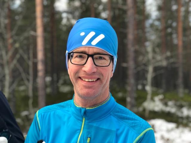 Erik Hedén, som åkt Nattvasan 90 och söker en partner för vinterns lopp, var såklart med på skejtlektionen