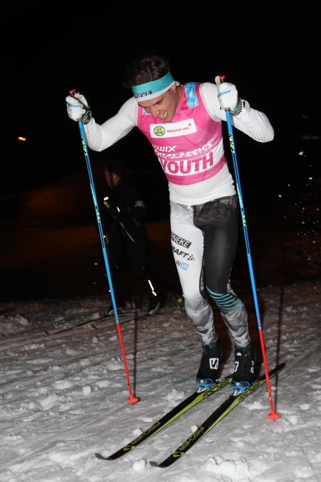 Rickard Bergengren stakar uppför pumphusbacken på Borås skidstadion