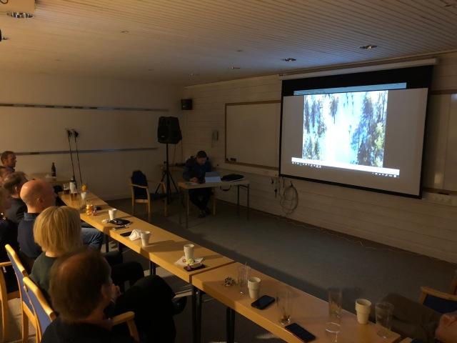 Henrik Eriksson är alltid med delar av Storhogna-lägret. Han visar sin film när han vann 2001 och det lika spännande varje gång! Det var f ö första jag åkte Vasaloppet. Jag blev 122:a.