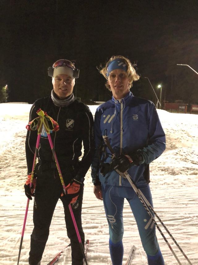 Simon Grenlöv och jag vid Hestrastugans 1,7 km-spår igår (850 meter i varsin riktning).
