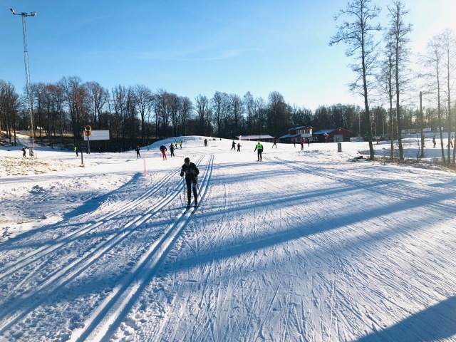 Skidkurs med ett gäng på Borås skidstadion i söndags