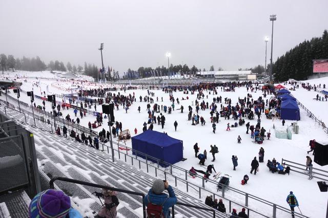 Barnas Holmenkolldag. 3700 barn åkte.