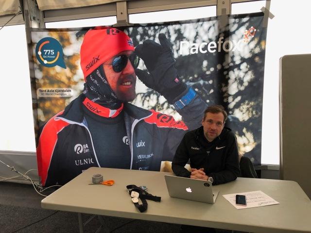 Claes Kalderen och Racefox samarbetar med Holmenkollmarsjen. I bakgrunden Tord Asle Gjerdalen som förra året började använda Racefox.