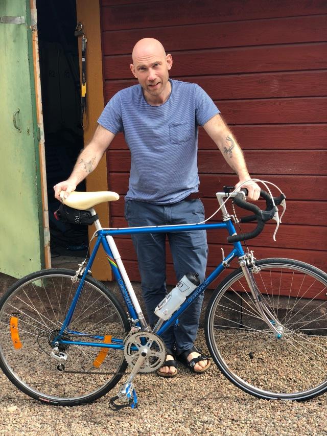 Tobias Magnusson har inlett sitt Vätternrundan-träning, med målet att slå Niklas Berghs 11.15. Cykeln är riktigt fräsch.
