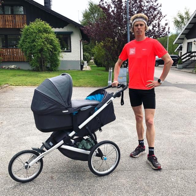 Barnvagnslöpning med Stig. Premiär. Med Thule Glide med liggdel.