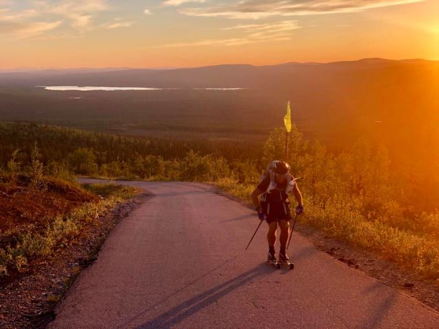 Fredrik Erixon rullskidor genom Sverige