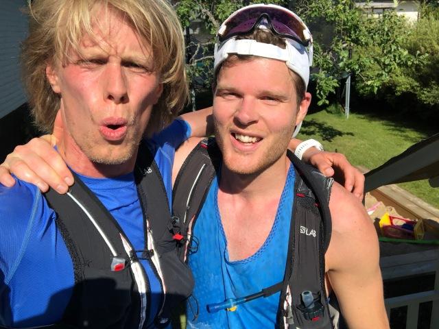 Simon Grenlöv och jag efter 3 mil löpning i värmen