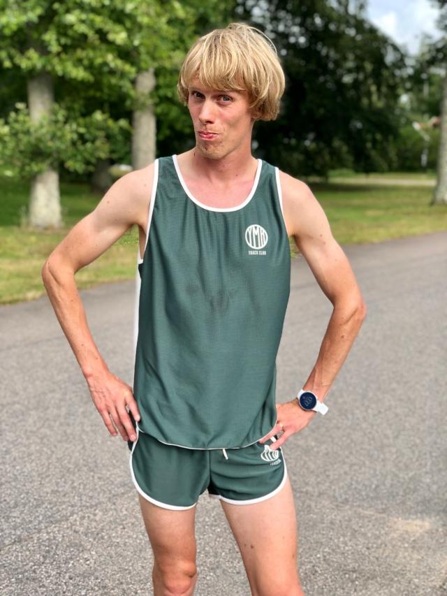 Senaste sympatipasset sprangs i YMR Track Clubs kläder