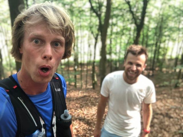 Fred Johansson och jag springer i Osbecks bokskogar