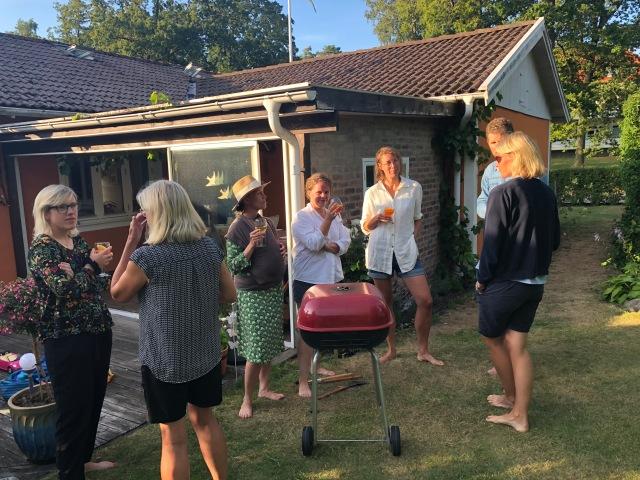 Karoline och Jens plus barn, Martin och Josefin plus barn samt Linnéa och hennes vän Ingrid var på besök igår