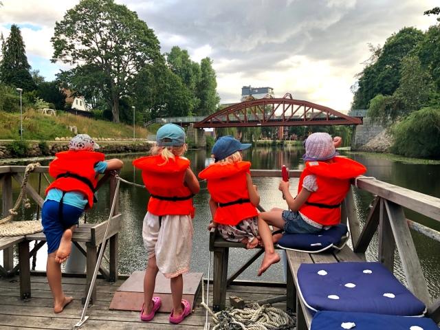 På flotte i Rönne å i Ängelholm med familjen Bengtsson