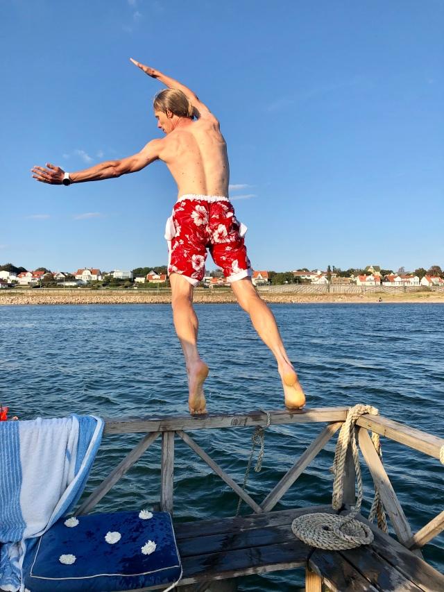 """Jag hoppar ofta i vattnet som bokstäver och så får barnen gissa. Detta """"F"""" kan man ju inte vara skitnöjd över."""