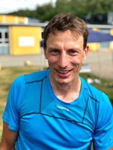 John Andén, tidigare klubbkamrat i Ulricehamns IFs skiddress. Han är en av Sveriges mest meriterade multisportare och varit på pallen flera gången i Åre Extreme Challange. Igår sprang han 34 km.