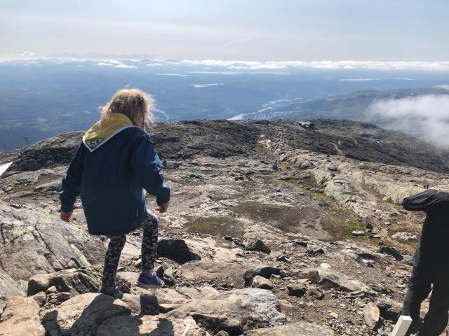 På väg ner från Åreskutan till Kabinbanans topp. Mindre än 1 km.
