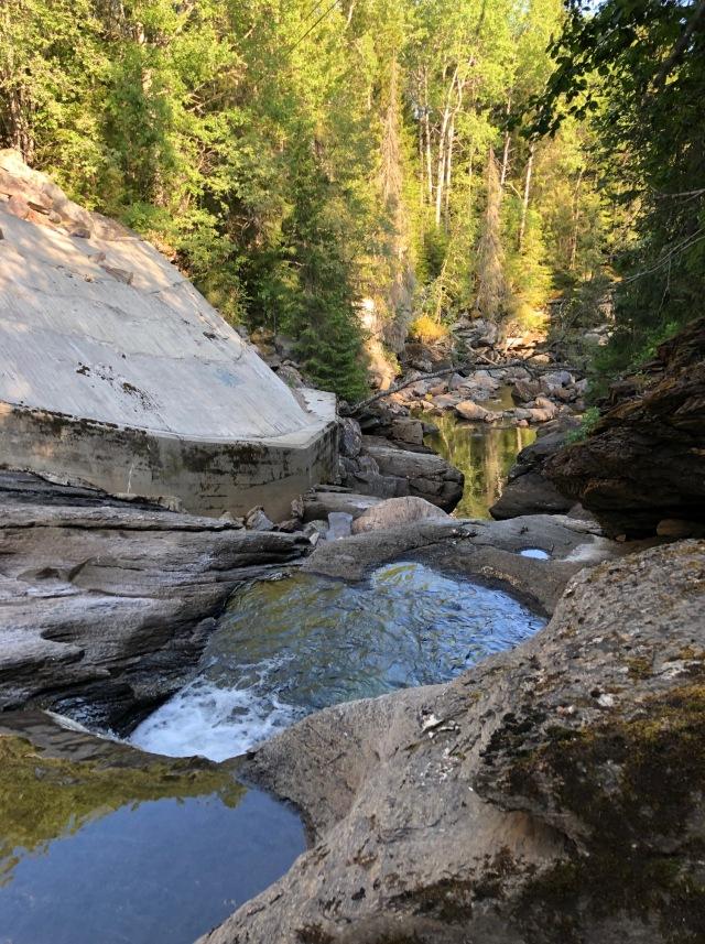 Höljor i Ullån. Jag, Ida och vår Alaskavän Bart Dengel badade i höljor (en hölja?) här för 15 år sedan.
