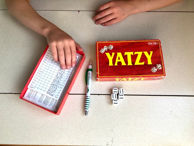 Blytung förlust i Yatzy. Astrid vinner ofta i spel mot mig, inte minst i skitgubbe.