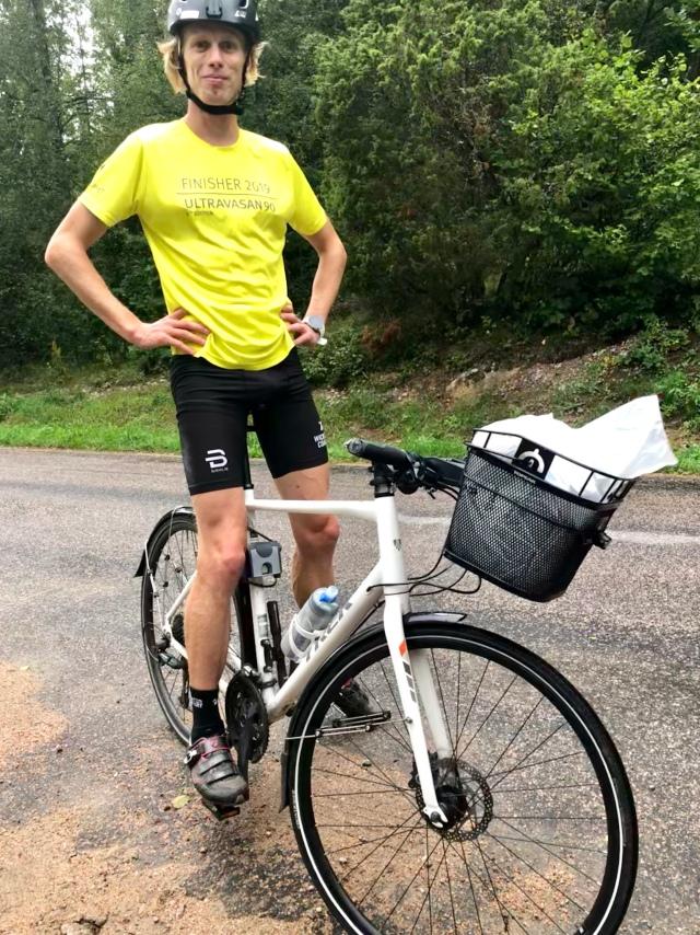 Jag och min kära hybridcykel med cykelkorg!