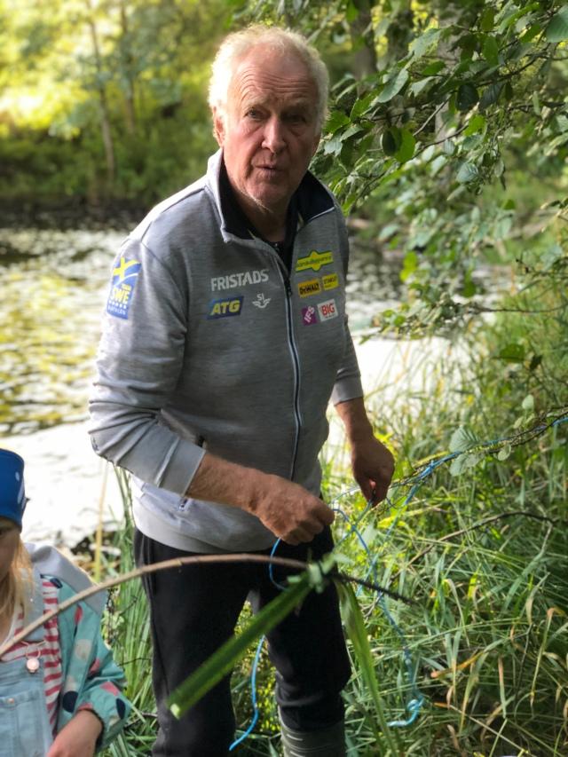 Inge Pettersson. Svärfar missade första kräftfisket, men var med på det andra. Han har trots allt fiskat kräfter i Ätran i 52 år nu.