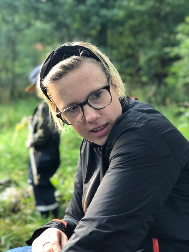 Josefin Svedahl. Martin och Josefin och deras barn var med och fiskade kräftor.