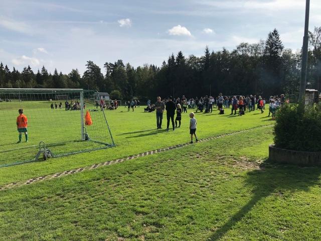 Föreningscupen. Astrids första fotbollsmatch. Intern i klubben med handikappystem mellan olika åldersklasser.