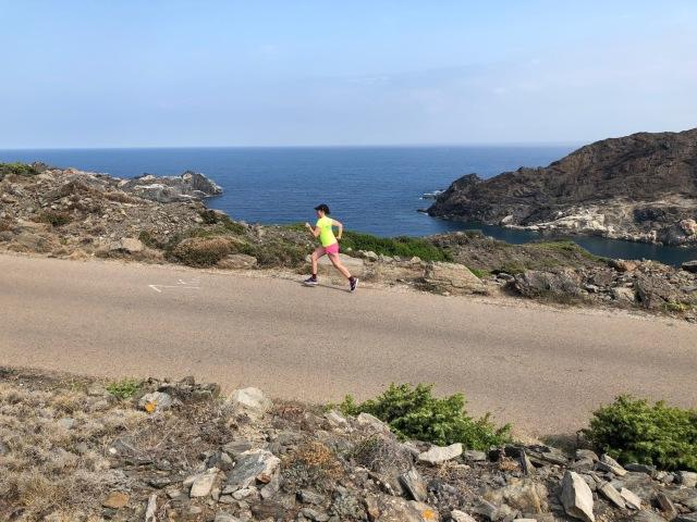 Ida tog också en löptur i Cadaques. Löpning Spanien.