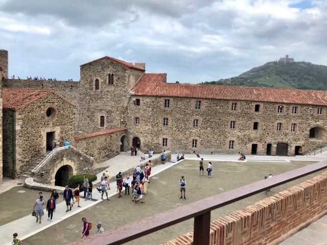 Slott i Collioure vid kusten